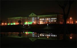 夜幕下的中國傳媒大學