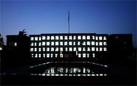 夜幕下的中國政法大學