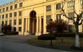 黄昏下的上海外国语大学
