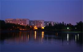 夜晚的上海大学
