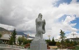 西藏大学孔子像