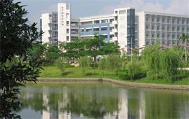 广州大学中心湖