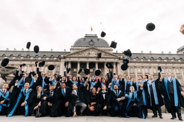 比利时联合商学院DBA课程班毕业照片