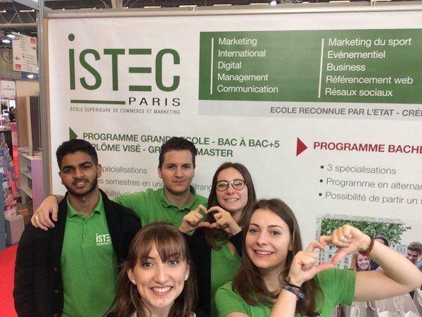 法国高等科学技术与经济(ISTEC)商业学院学生合照