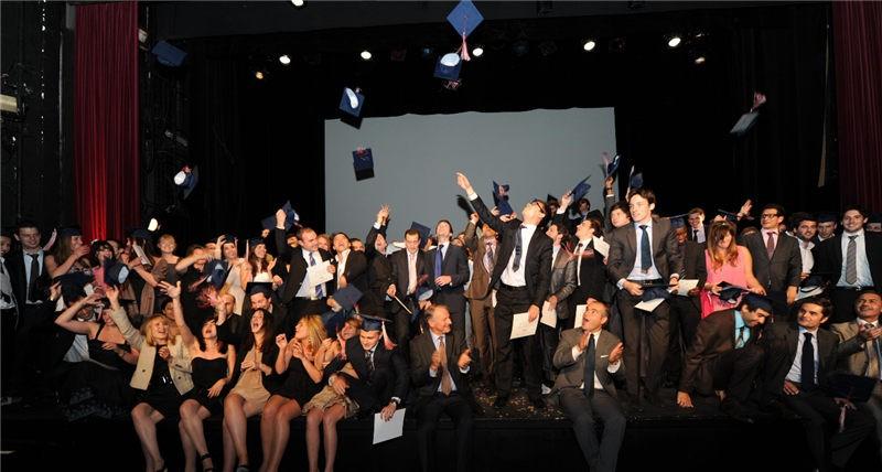 法国巴黎IPAG高等商学院毕业合影图集