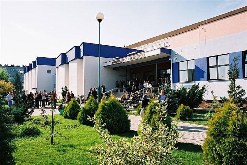 波兰热舒夫信息技术与管理大学校园风景图集