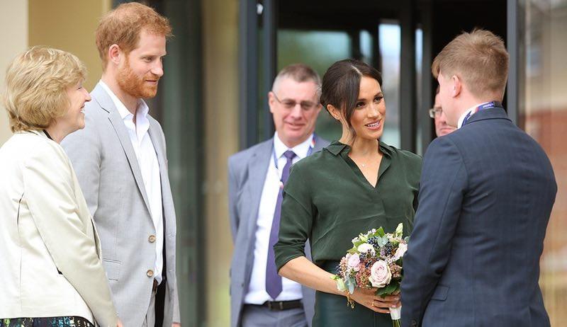 哈里王子考察英國奇切斯特學校圖集