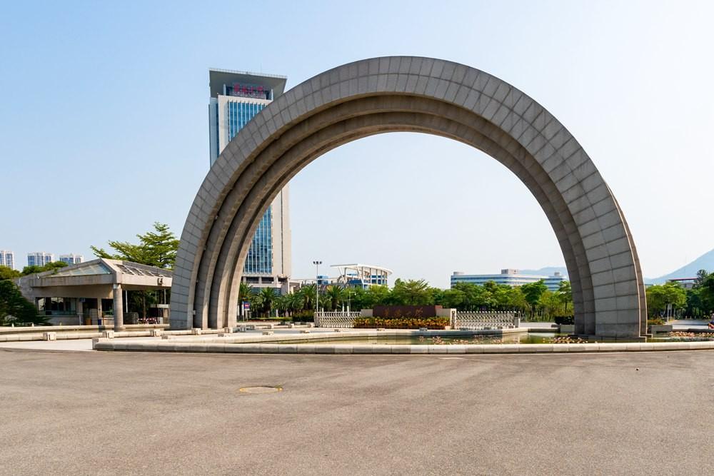華僑大學校門