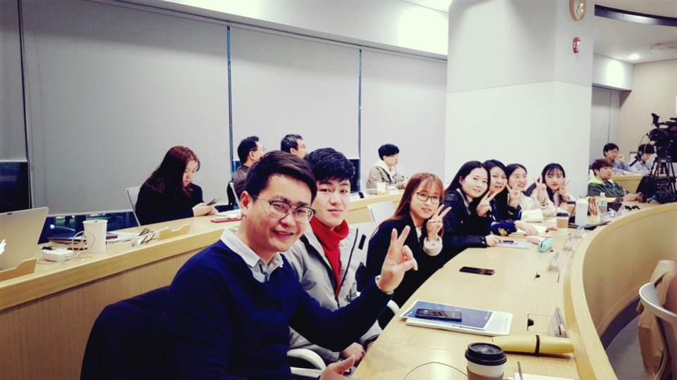 首尔科学综合大学院大学上课合照图集