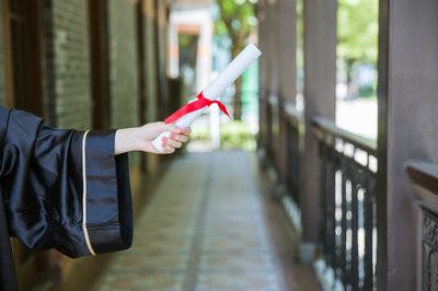 波兰热舒夫信息技术与管理大学在职博士学费范围是多少?