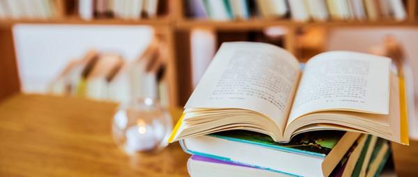 法国巴黎高等商业学院在职研究生可以不考英语吗?